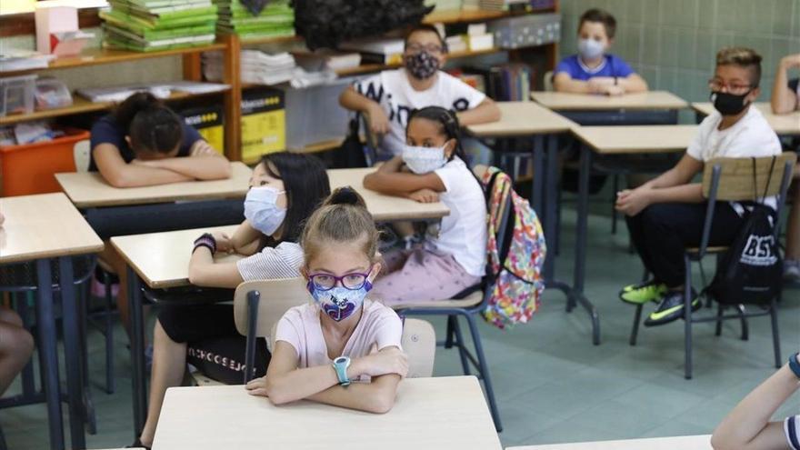 Los estudiantes con casos actuales de Covid suben a 396 en Canarias
