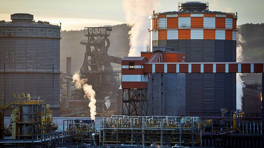 Arcelor, que produce al máximo en Asturias, ya prevé una demanda de acero igual en 2022