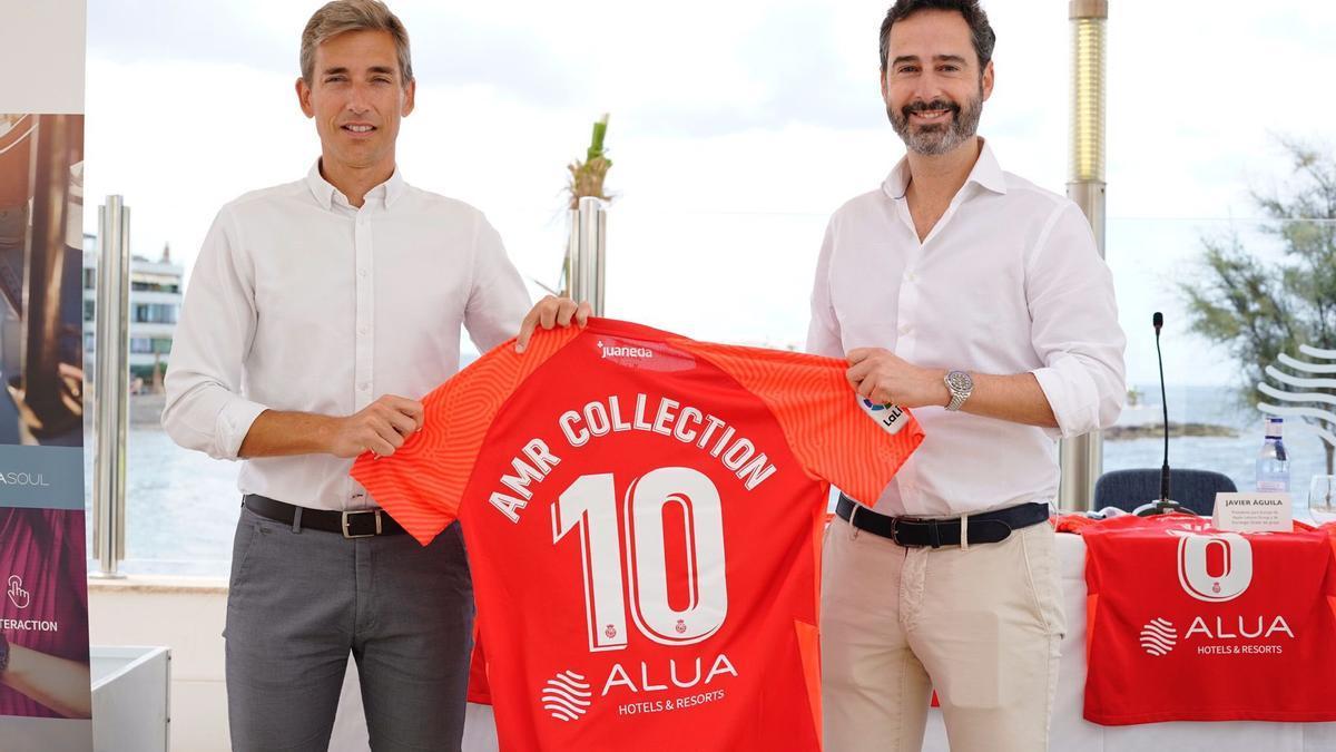 Alfonso Díaz y Javier Águila, de Alua Hotels, durante el acto de renovación del patrocinio hasta 2024.