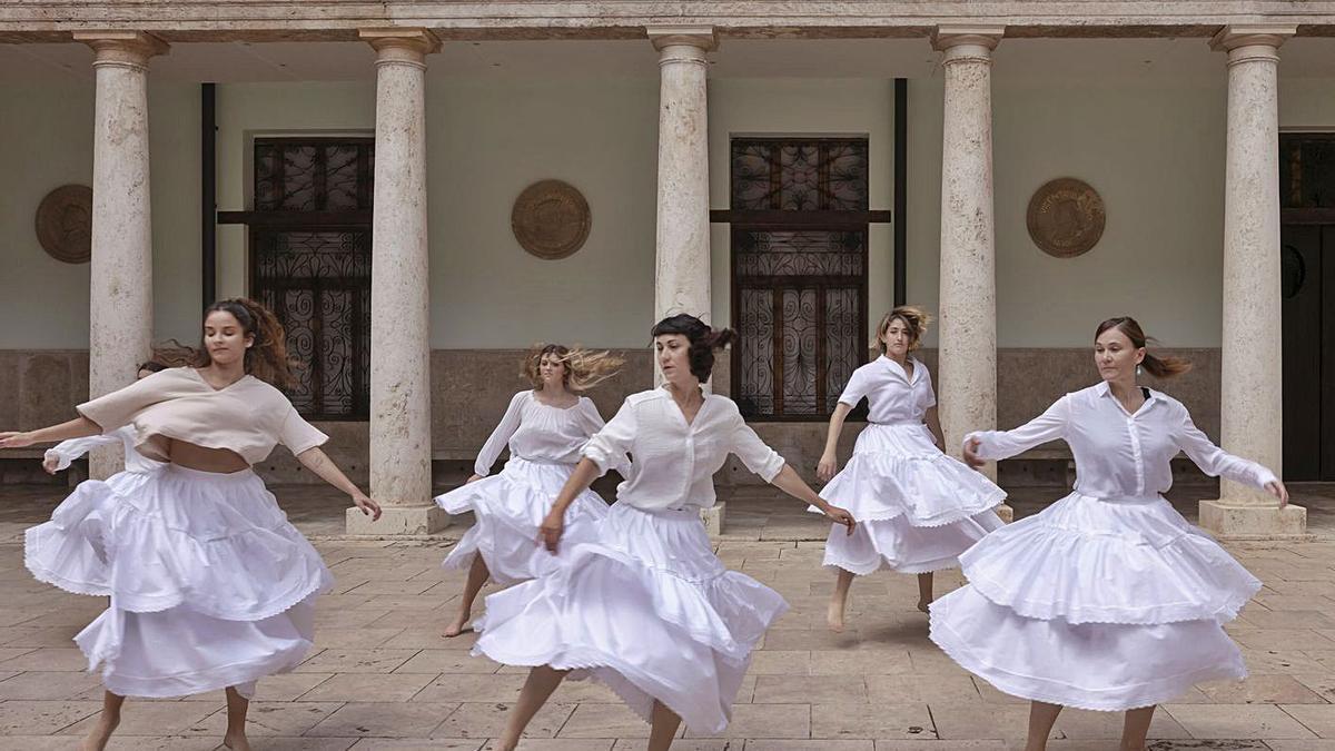 El Grup de Dansa de la Universitat de València.   UV