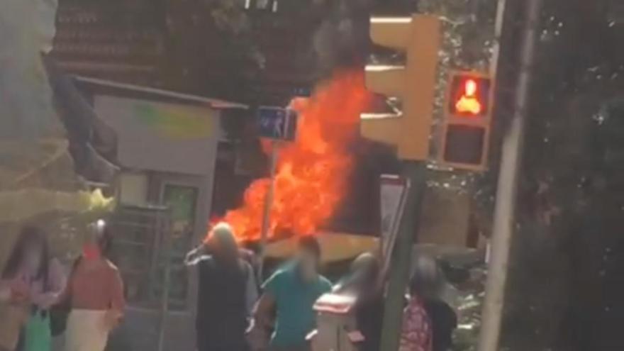 Contenedor incendiado el jueves por el detenido en General Riera.