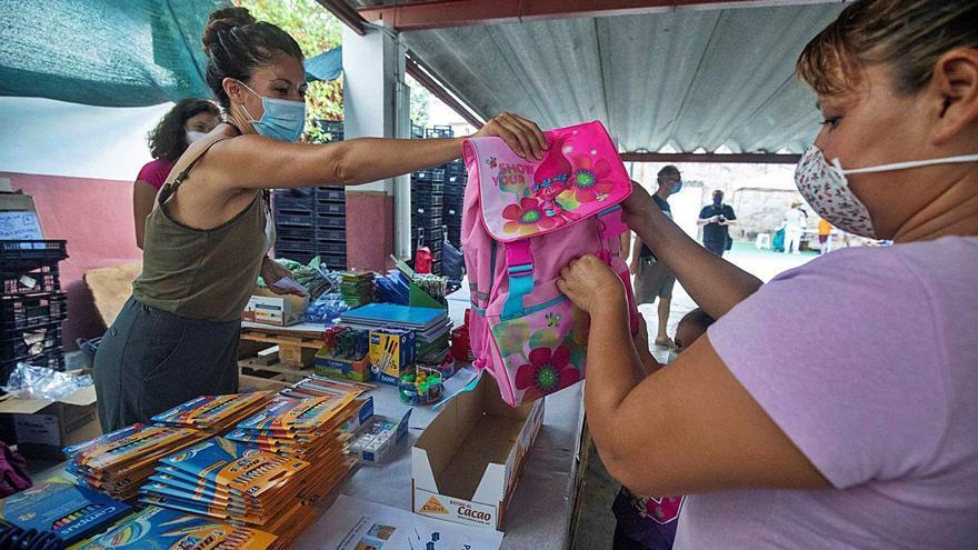 Las mochilas solidarias llegarán a más de  800 niños este curso