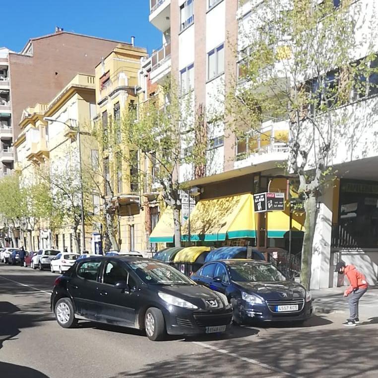 Estado de la avenida de Requejo, en Zamora capital, a consecuencia del accidente.