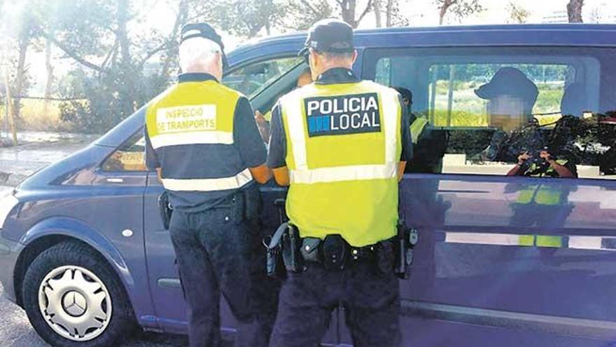 La Policía de Calvià multa con 18.000 euros e inmoviliza tres taxis 'pirata'