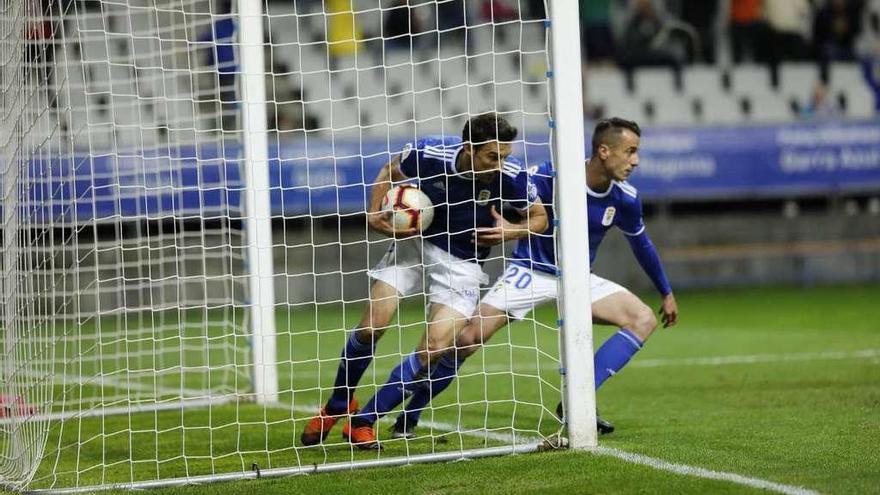 Los problemas del Oviedo: la delantera azul baja el listón goleador