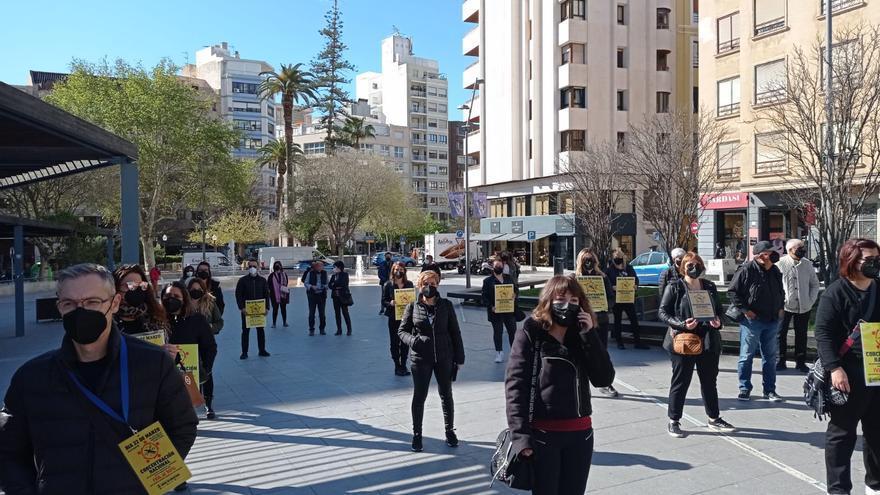 Peluqueros y esteticistas se concentran en Alicante para reclamar la bajada del IVA
