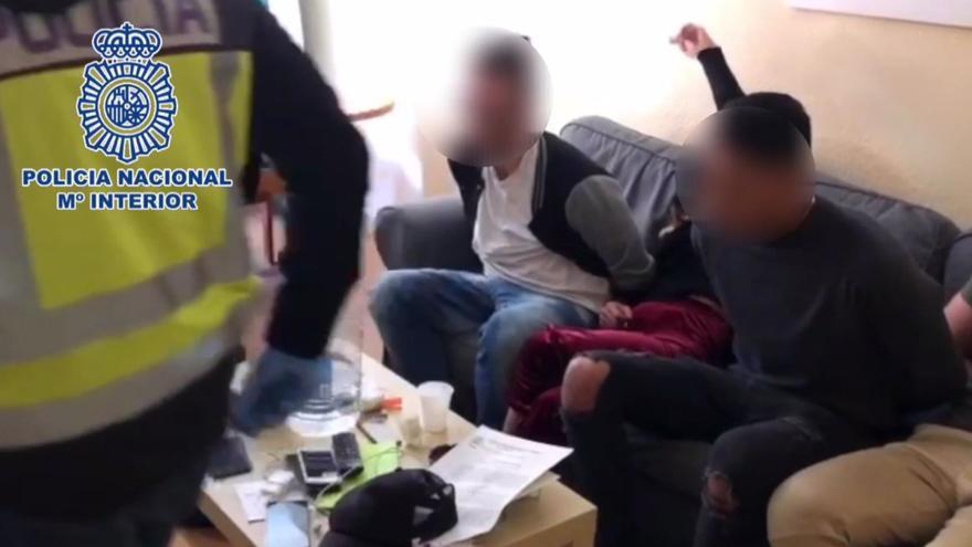 Cuatro detenidos en Alicante tras el secuestro de un hombre que les pagó 3.000 euros falsos para comprar droga