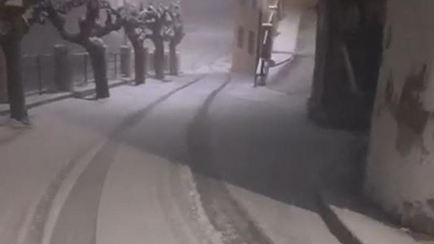 Intensa nevada esta madrugada en Benifallim