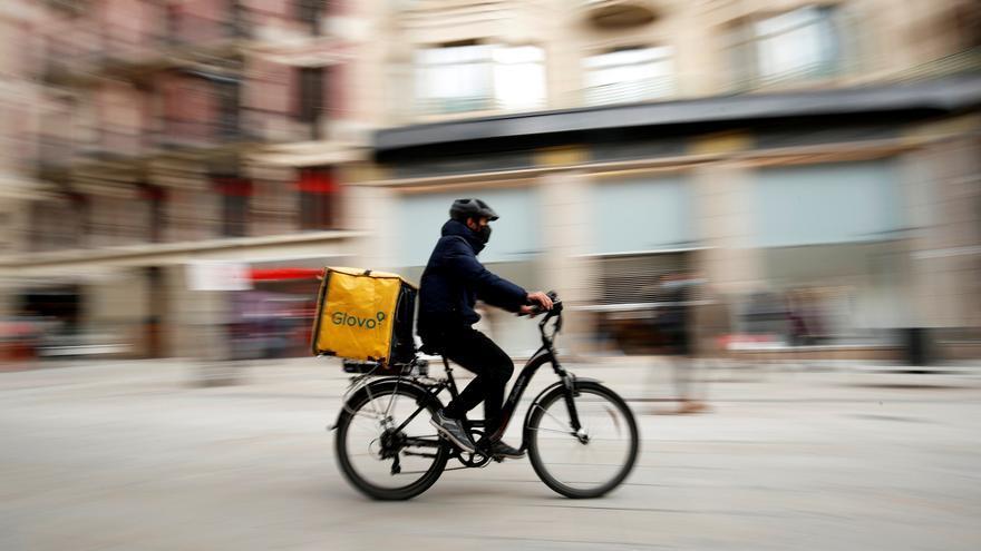La ley de 'riders' fijará su laboralidad y dará 3 meses para regularizarlos