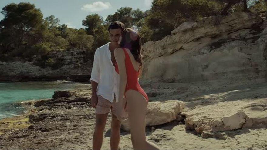 'Amor a primera vista', la nueva campaña de Estrella Damm rodada en Baleares y en verso