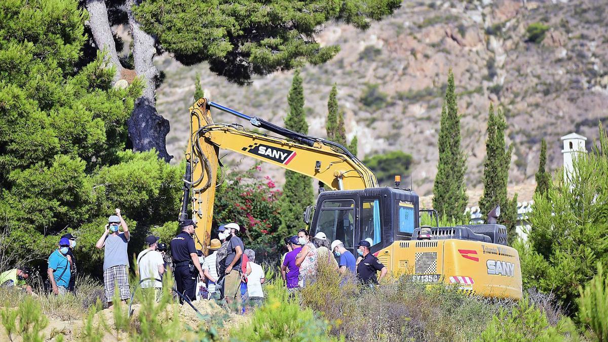 Vecinos entorpeciendo la retirada de los pinos  de Cuatro Picos.  iván urquízar
