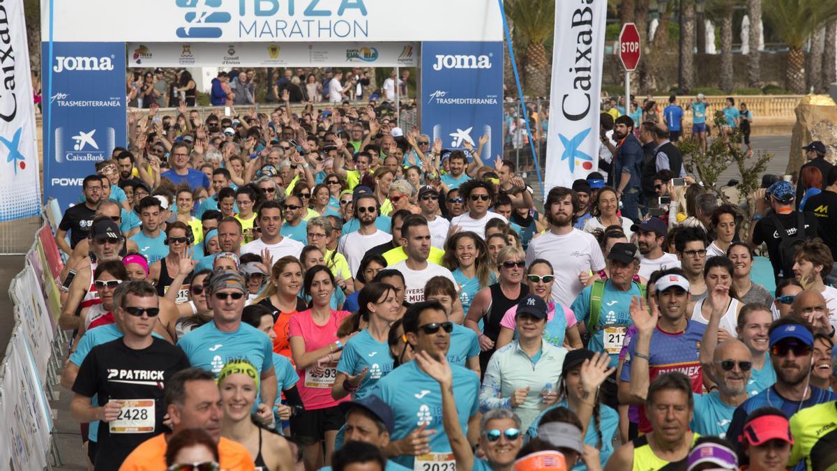 Panorámica de la salida de la carrera del Ibiza Marathon 2019