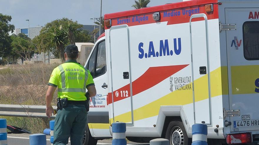Una mujer y su hijo de 3 años resultan heridos tras volcar su coche en accidente de tráfico en Almoradí