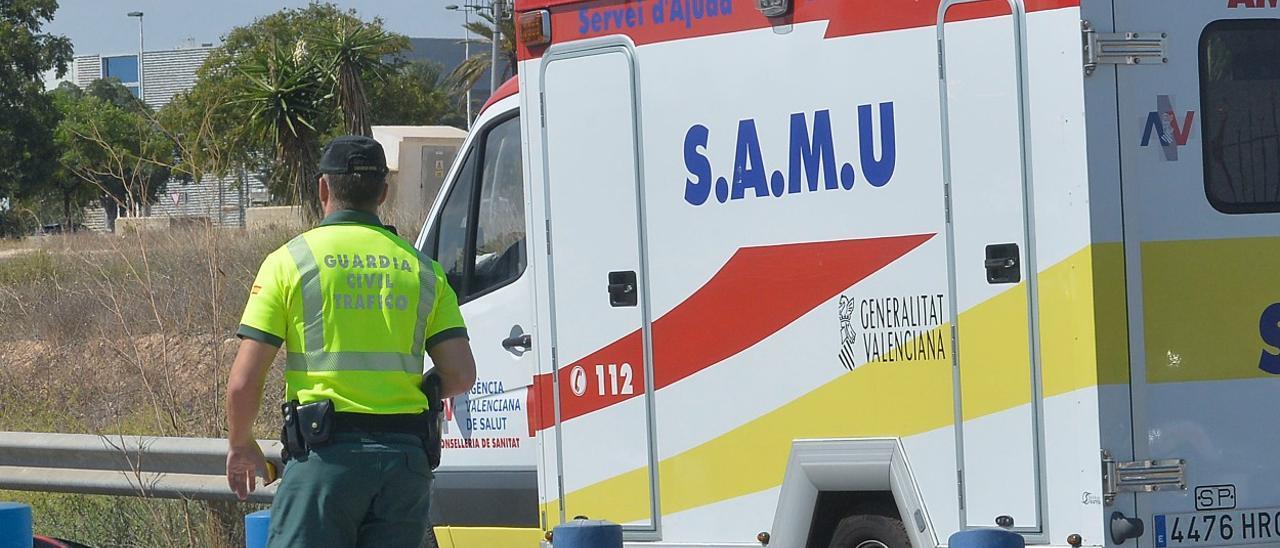 Imagen de archivo de una intervención del SAMU en un accidente de tráfico