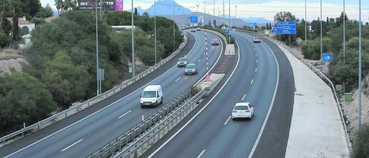 La autovía de circunvalación de Alicante a la altura de Sant Joan. | MANUEL R. SALA