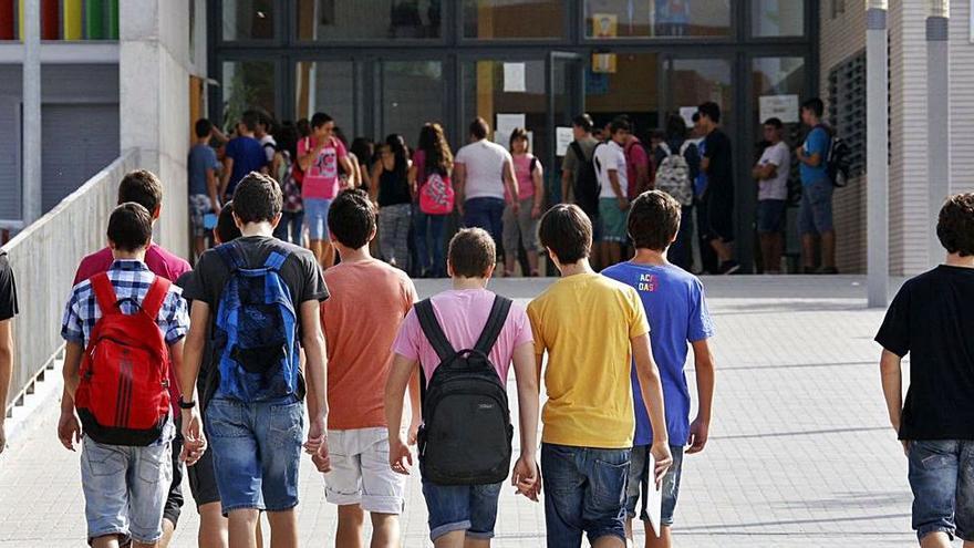 Acosan a un alumno de un instituto de Valencia con insultos homófobos hasta su casa