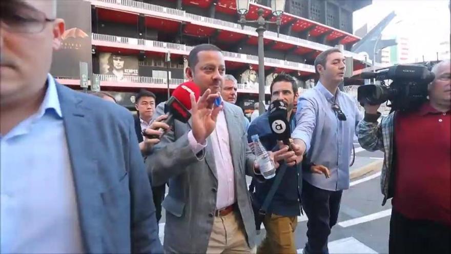 """Murthy denuncia una campaña de """"mentiras"""" contra el club en su arenga a los empleados"""