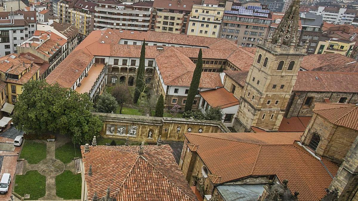 Vista del monasterio de las Pelayas desde la torre de la Catedral