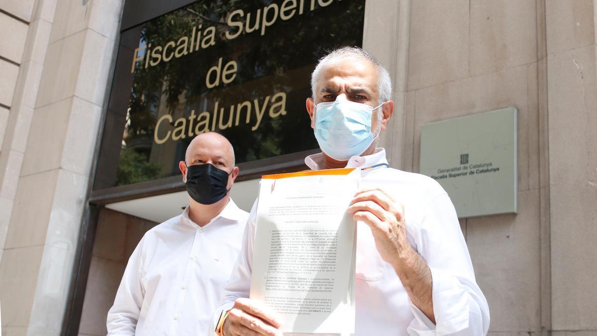 El líder de Cs, Carlos Carrizosa, després de presentar una denúncia a la Fiscalia Superior de Catalunya contra l'ICF i el Govern