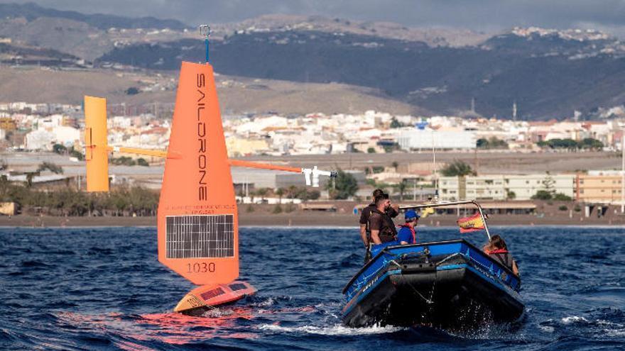Dos veleros robotizados miden la huella del cambio climático en costas canarias