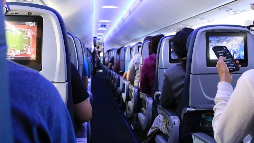 Usar pañales en el avión, la última medida ante la Covid-19