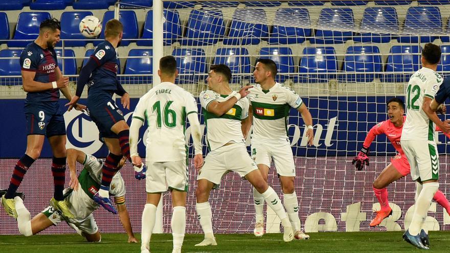 Pacheta devuelve al Elche CF a los puestos de descenso (3-1)
