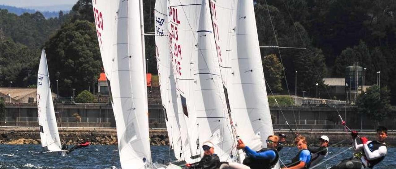 Los regastistas entrenaron durante la mañana de ayer en aguas de Arousa. // Iñaki Abella