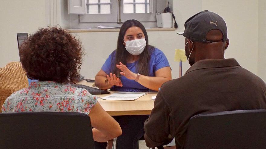 Cáritas reprocha a Vivienda que no responda a su queja por dejar fuera de las ayudas al alquiler a los migrantes