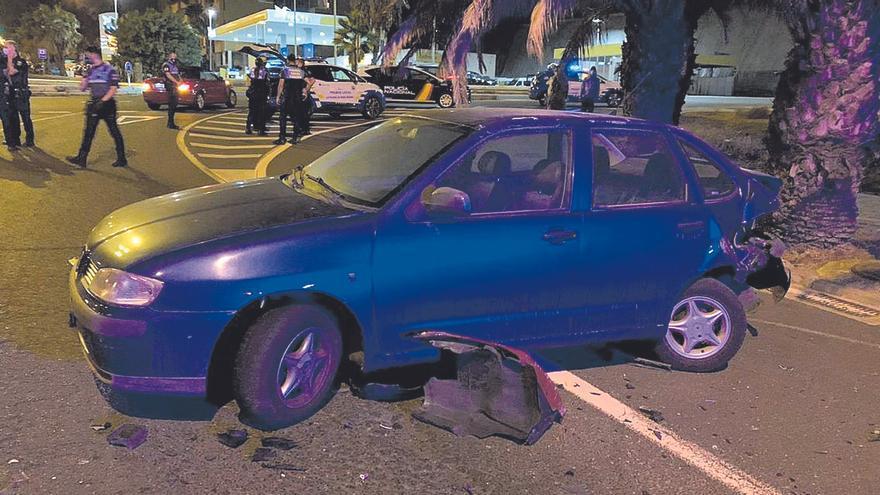 La persecución de un coche robado en el Sur acaba con un choque en la capital