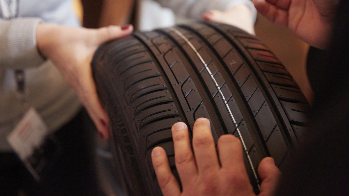 Dónde colocar los neumáticos nuevos: ¿delante o detrás?