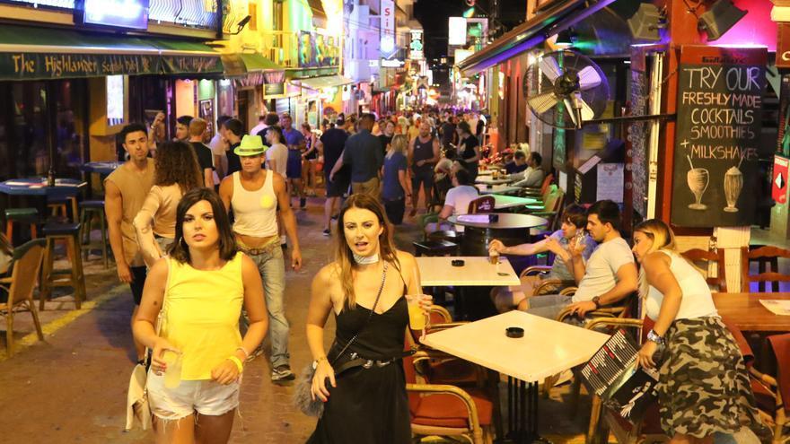 Rechazo unánime al turismo de «excesos» y de borrachera en Ibiza