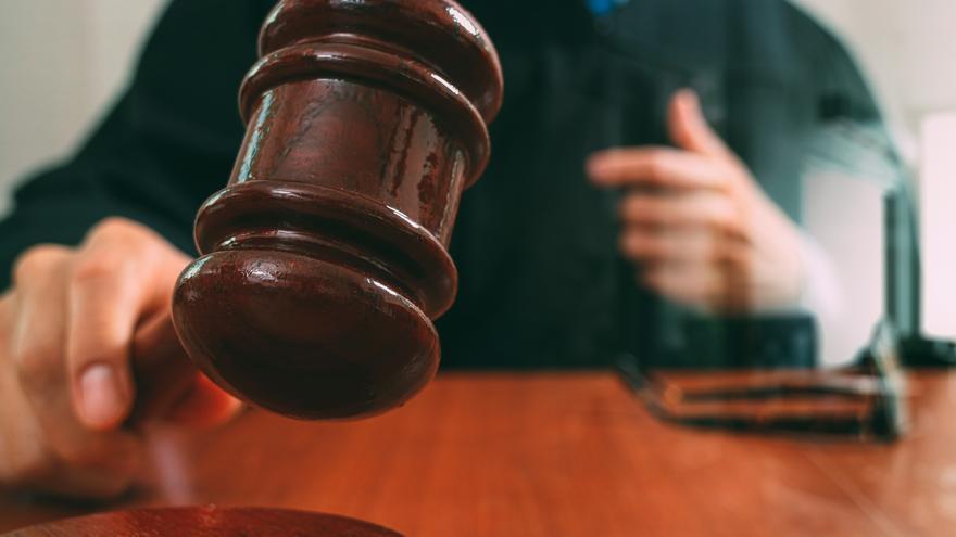 Solicitan una multa de más de 5.000 euros por no acudir a una mesa electoral en Langreo