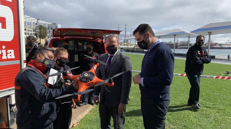 Tres 'bomberos voladores' para actuar en situaciones de riesgo