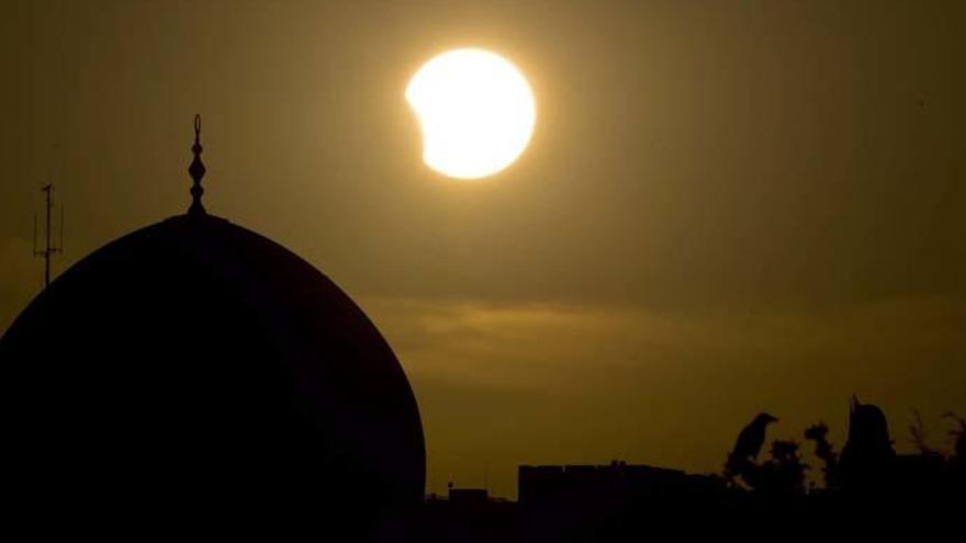 ¿Dónde se verá el eclipse solar parcial de este sábado?