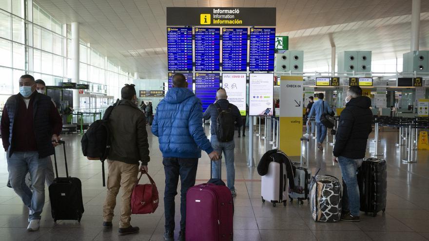Bruselas pide un certificado para turistas inmunizados que exima de cuarentenas o PCR