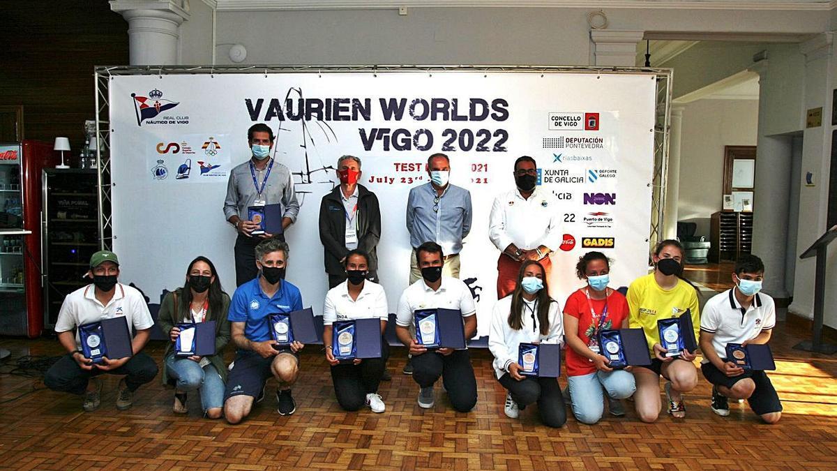 Imagen de la entrega de trofeos celebrada ayer en el Náutico. // FDV