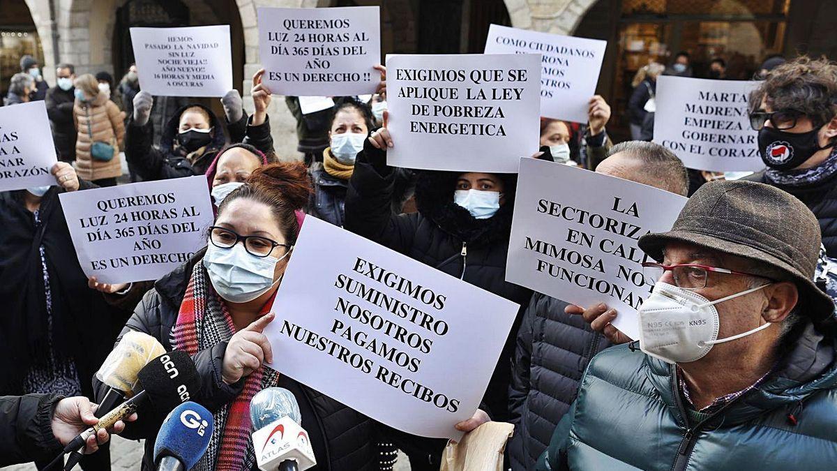 Manifestació dels veïns de Font de la Pólvora davant l'ajuntament, el passat mes de gener.