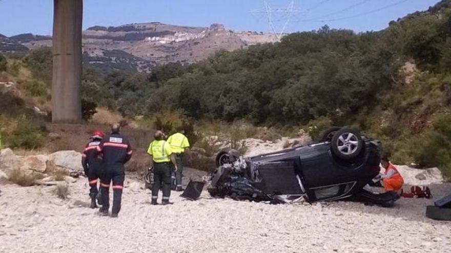 Evacuado en helicóptero al hospital un hombre tras caer por un barranco con su coche en Ares
