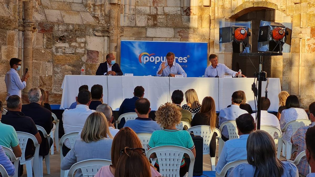 González Terol, con Barrios y Vázquez, en la presidencia de la Junta Directiva Provincial del PP