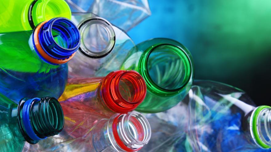 El plástico tendrá un impuesto al vertido y otro a la incineración