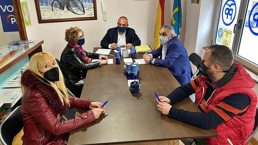 """El PP afirma que proteger al lobo forzará a """"más ganaderos"""" a dejar su actividad"""