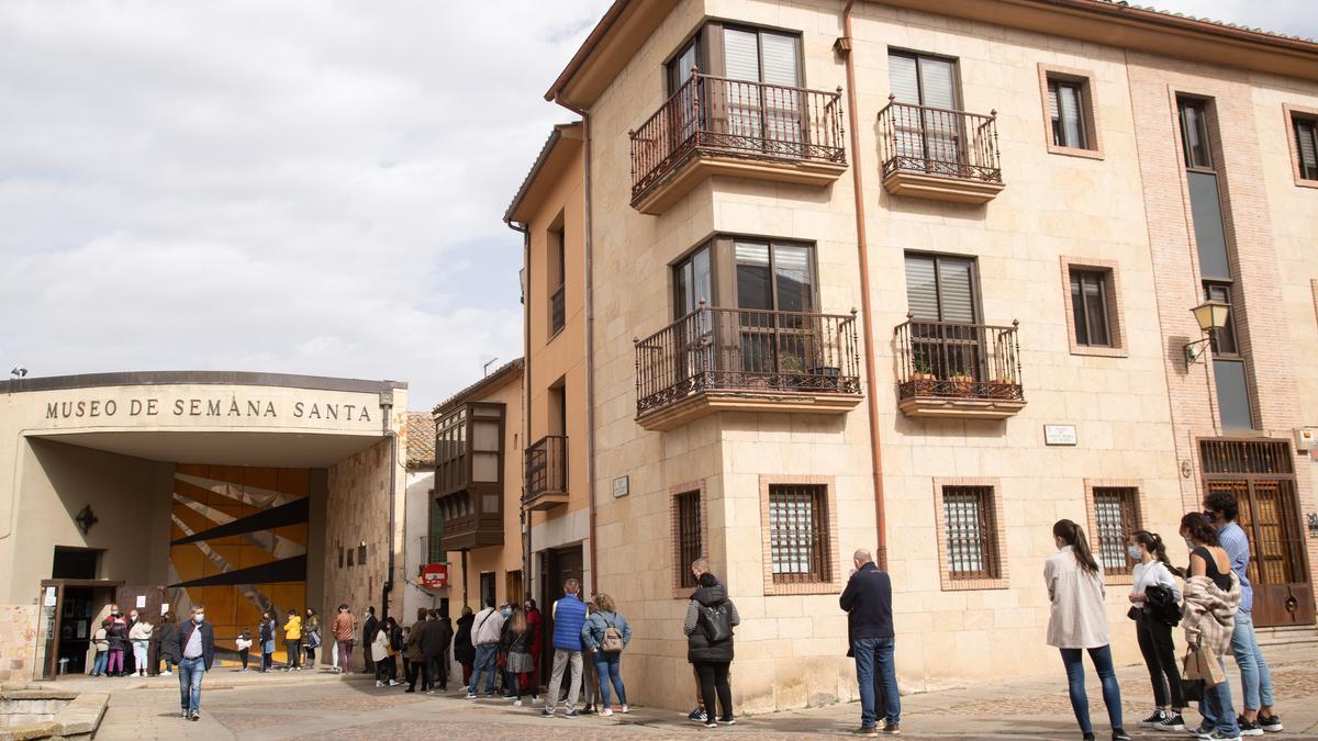 Colas en el Museo de Semana Santa de Zamora.