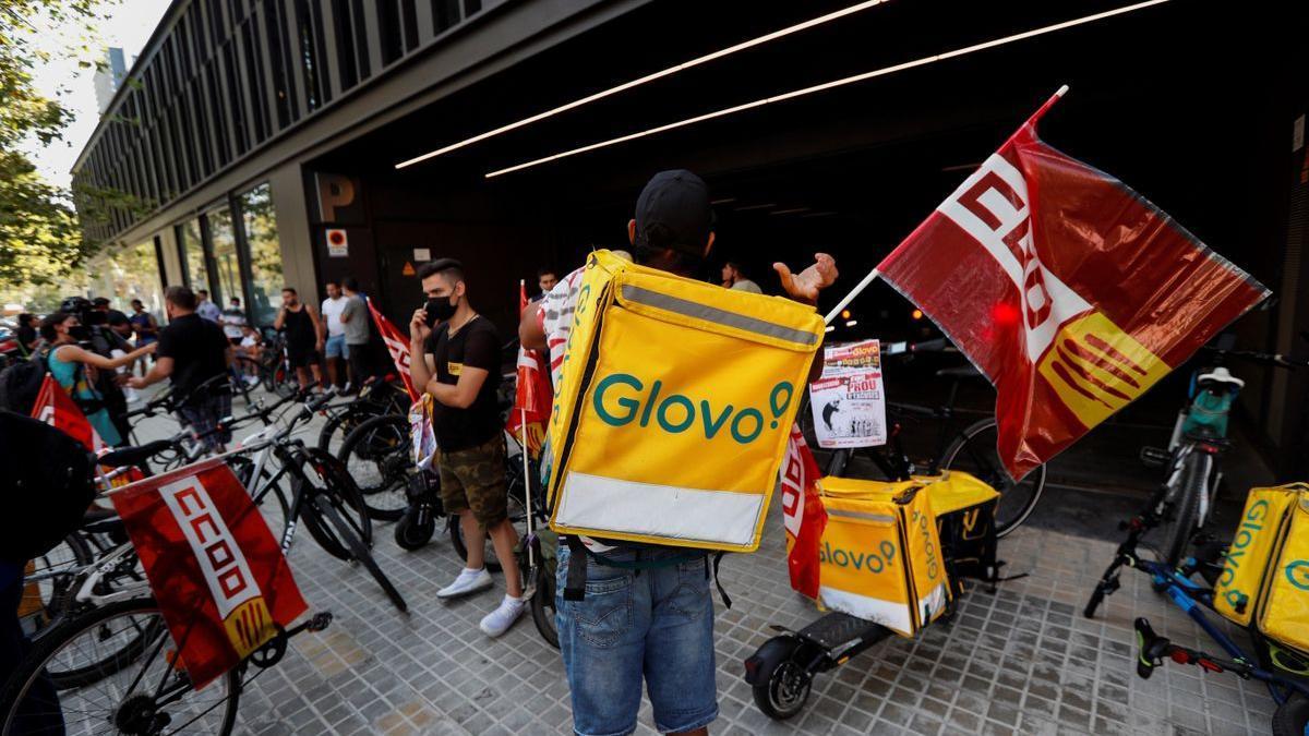 Manifestación de riders convocada por CCOO en Barcelona.