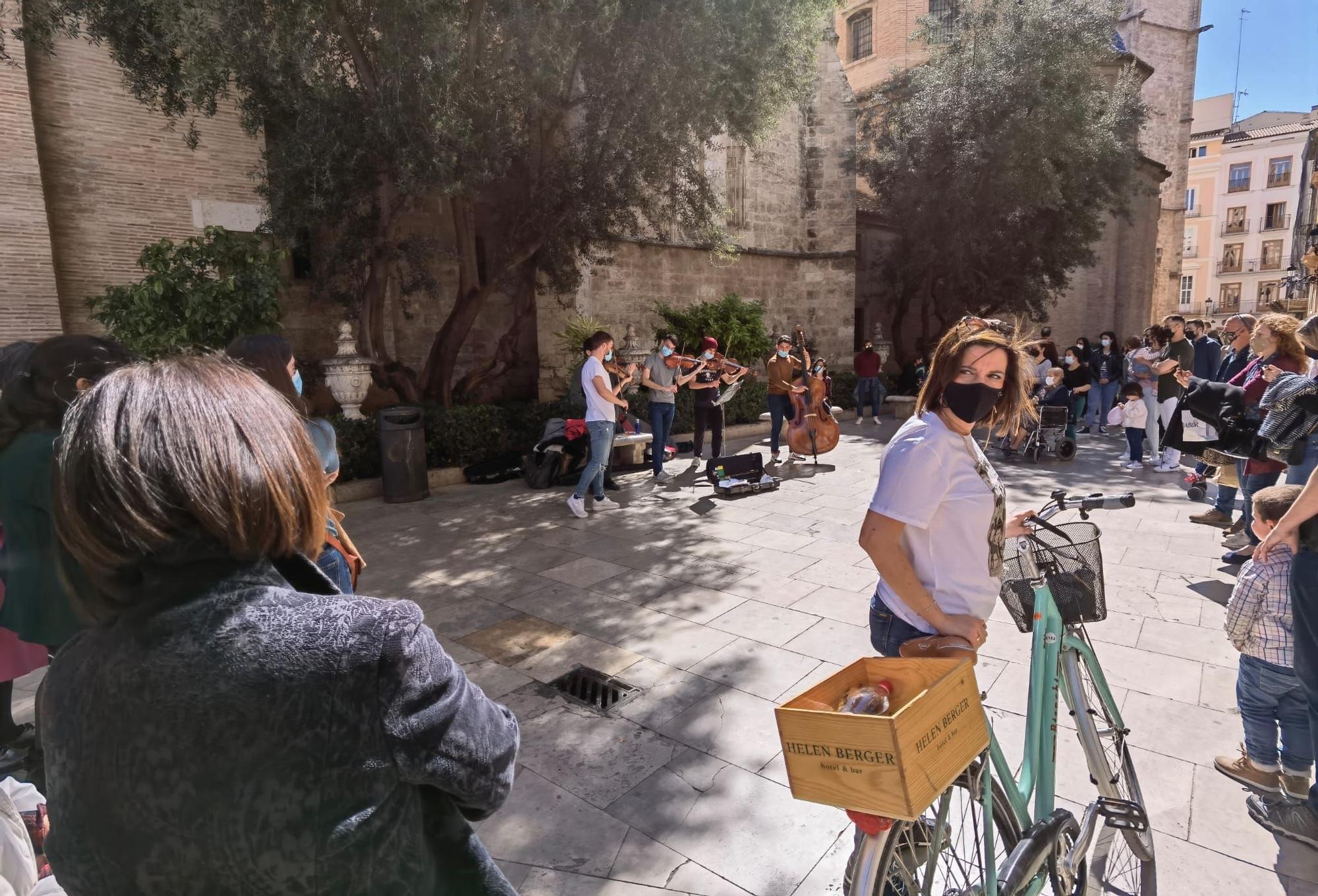 Las buenas temperaturas llenan el centro de València este fin de semana