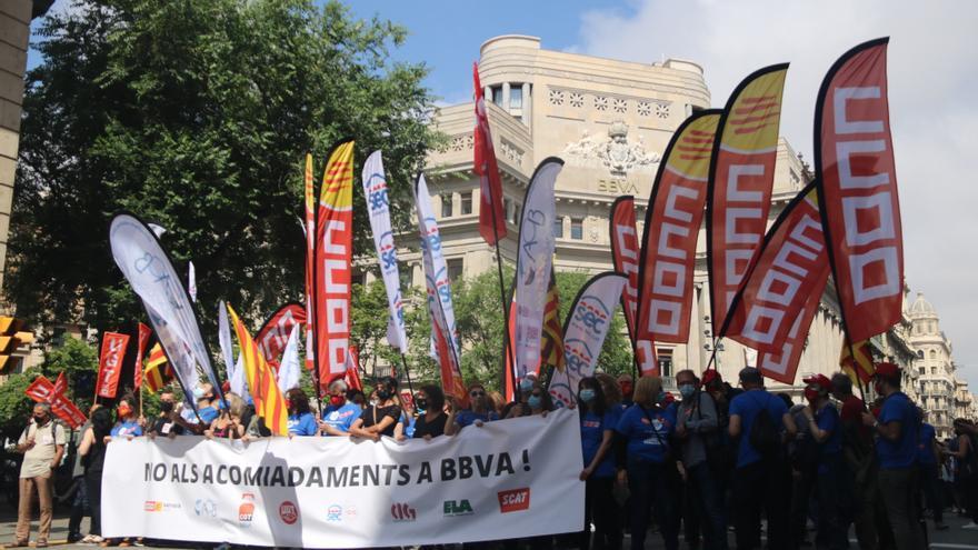 Acord entre sindicats i direcció per l'ERO al BBVA, que afectarà 2.935 treballadors a tot l'Estat