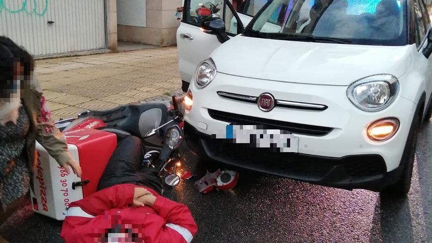 Herido un repartidor de pizza al colisionar con su moto en Moaña
