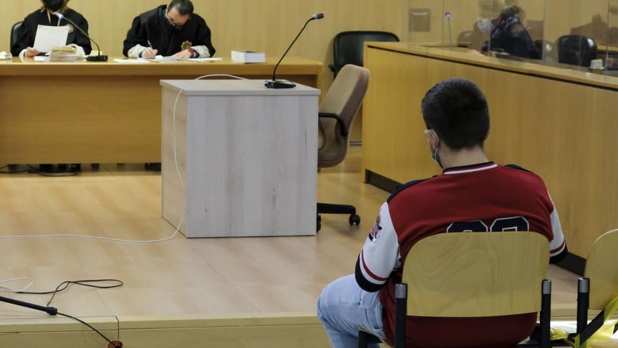 Acepta tres años de cárcel por asaltar una vinatería de La Arena, en Gijón