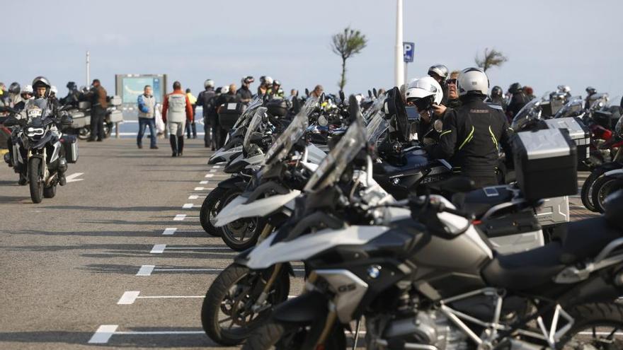 Más de 800 moteros salen de Avilés para recorrer España de punta a punta en tres días