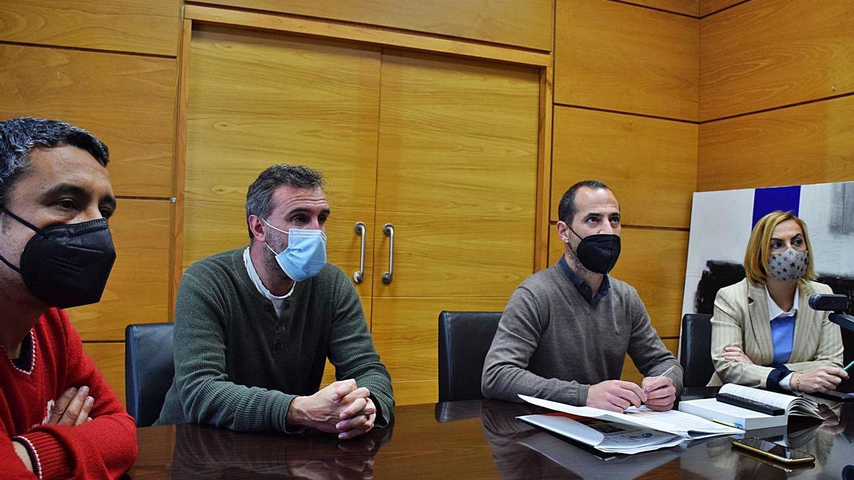 Por la izquierda, el portavoz del equipo de gobierno, Alberto Pajares; el concejal de Infraestructuras Urbanas, Javier Rodríguez; el alcalde, Ángel García, y la concejala de Urbanismo, Susana Madera.