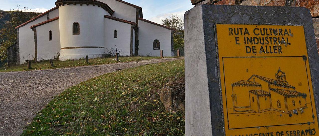 La iglesia de San Vicente de Serrapio, por donde pasaría el camino oficial jacobeo por Aller.